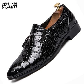 Men Dress Shoes Luxury Brand Leather Casual Men Pointy Shoes Men Flats Round Toe Comfortable Men Dress Shoes Plus Size 45 46