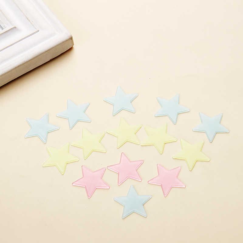 100 sztuk świecąca naklejka na ścianę naklejki świecące w ciemności naklejki w kształcie gwiazd naklejki dla dzieci pokoje dla dzieci kolorowe fluorescencyjne naklejki Home decor