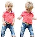 El envío gratuito! 2016 Nuevos Muchachos juego del verano camisetas y pantalones vaqueros 2 unids set Sport ropa para niños