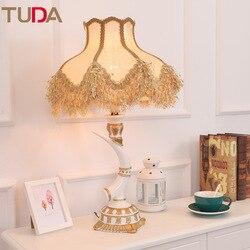 TUDA lampa stołowa LED europejski tkaniny lampa stołowa sypialnia lampki nocne salon badania Retro żywica kolor kości słoniowej lampa stołowa E27 110 V 220 V w Lampy stołowe LED od Lampy i oświetlenie na