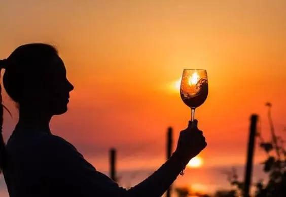 人 生 如 酒