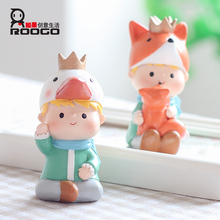 ROOGO Hot Sale Delicate Little Prince Shape Resin Toys Desk Ornaments For Children Gifts
