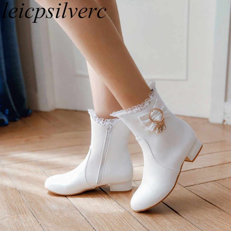 Women Boots Winter Plush Ankle Flock Slip on Low Heel Round Toe 2018 New Cute Sweet Student Shoe Flat Bottom Comfortable White