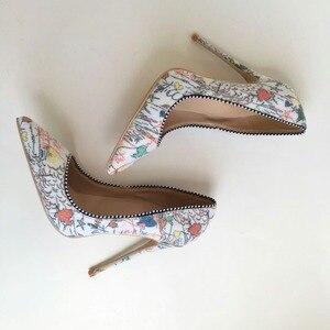 Image 3 - Keshangjiaプラス女性靴2018女の子セクシーなハイヒールプリントマルチ色ハイヒール12 10 8cm結婚式の靴