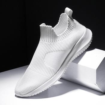 Solidny biały moda Knitting obuwie męskie Super lekkie oddychające elastyczne skarpetki trampki Slip On Tenis Masculino czarny tanie i dobre opinie BLOOMNEXT Syntetyczny Przypadkowi buty RUBBER Lace-up Pasuje prawda na wymiar weź swój normalny rozmiar Podstawowe Lato