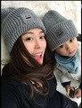 2 PCS Mãe Baby Kid Quente Bobble Gorro de Algodão Chapéu Do Inverno de Malha Pai-Filho Cor roxo Preto Cinza Khak sorriso chapéus