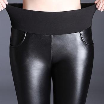 Jesienno-zimowa Plus aksamitne PU spodnie skórzane damskie wysokiej talii spodnie ołówkowe ze strechu spodnie Plus rozmiar 5XL 6XL damskie spodnie legginsy tanie i dobre opinie Monbeeph Faux leather COTTON Pełnej długości S M L XL XXL 3XL 4XL 5XL 6XL Stałe Na co dzień Ołówek spodnie Mieszkanie