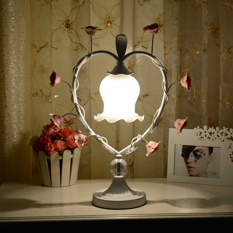 Bohemia LOVE iron heart-shaped rose grass table lamp wedding celebration bedroom bedside flower decorations table light white iron pink rose flower glass table