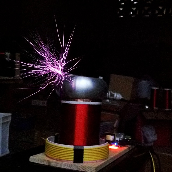 TINY SSTC MIDI Music Tesla Coil Solid-state Tesla coil Project Music arc extinguishing qcwdrsstc controller arc extinguishing sword shaped arc machine
