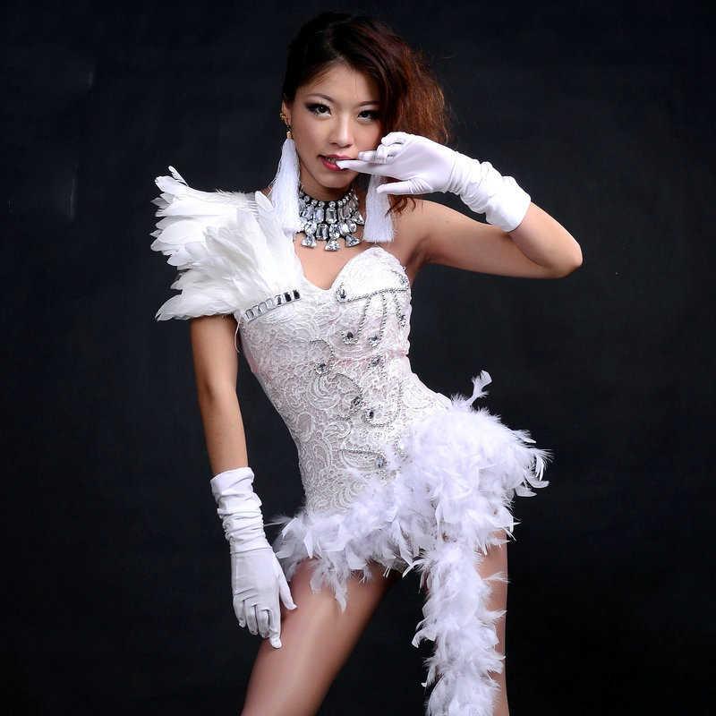 Mono Sexy de red de plumas traje de escenario de Jazz atmósfera brillante diamante Bar DJ mujer cantante Ds rendimiento Rave Bodysuit 2018