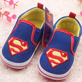 2017 Dos Desenhos Animados de Deslizamento em Bebés Meninos Primeiro Walkers Suave Sole Infantil Meninos Sapatos Calçados Casuais Do Bebê Superman