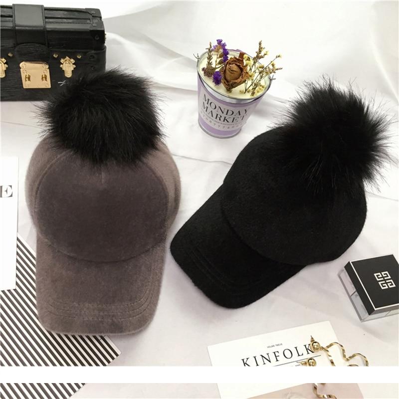 Prix pour Top qualité Unisexe De Mode Solide Polyester Hip Hop Cap avec Fourrure Pom Pom Casquette de baseball pour homme femmes Réglable Snapback Cap A410
