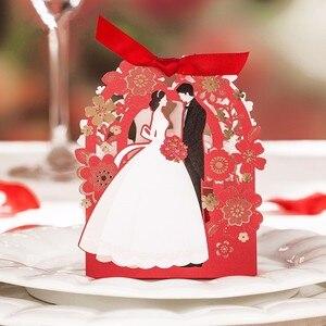 Image 2 - Elegancki papier dekoracyjny prezent pudełko kwiat laserowo wycinane pudełko cukierków ślubnych 50 sztuk panna młoda i pan młody pudełka na upominki weselne na czekoladki