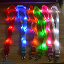 100 pcs LED Light Up Neck Strap Band Lanyard Gantungan kunci ID Lencana Menggantung Renda Tali Ponsel Strapes Party dekorasi(China)