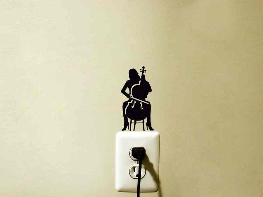 Chica violonchelo que juega en tacones altos etiqueta para interruptor de luz con decoración de amante de la música y pegatinas de arte Musical silueta GA285