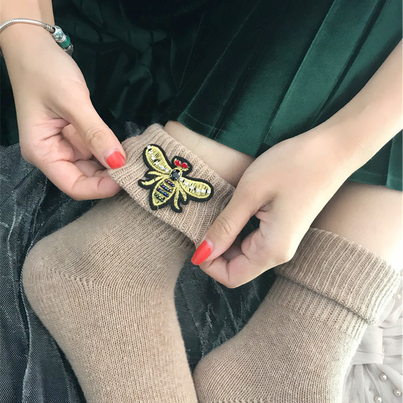 2018 New Arrival High Quality Super Thick Wool Socks For Women Winter Embroidery Bees Gem Hand-made Socks