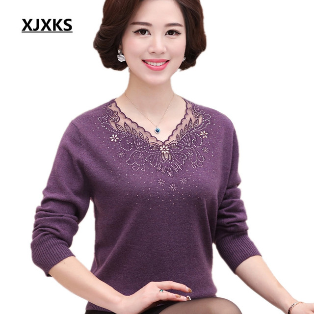 New 2017 winter women sweaters V-collar long sleeve pullovers Solid color middle-aged Good quality Hand-beaded sweater