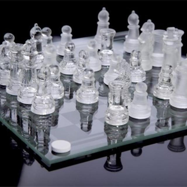 Jeu d'échecs en verre de luxe élégant plateau et pièces en verre 3