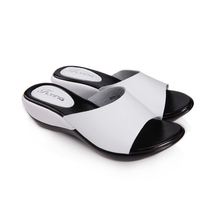 Women Flat Platform Slides Shoes 2017 Summer Brand Women Leather Wedges Platform Slippers Sandals For Women Casual Slippers 877