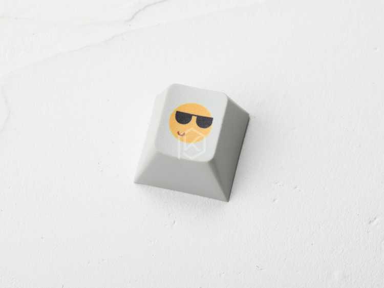 الجدة الكرز الشخصي pbt keycap للوحة المفاتيح الميكانيكية صبغ الفرعية الأساطير ابتسامة مريحة مضحك أسود أصفر