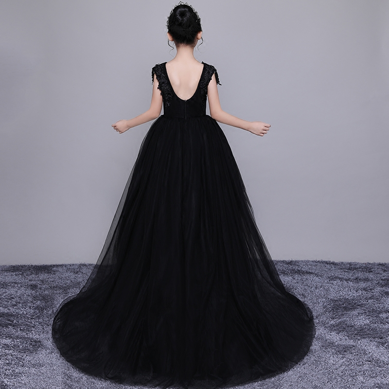все цены на Long Trails Princess Dress Black Flower Girl Dress V-neck Kids Pageant Gowns Ball Gown Appliques First Communion Dresses E308 онлайн