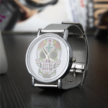 Montre de luxe femmes montres hommes quartz montres dames crâne horloge mode sport en acier inoxydable maille or argent montres