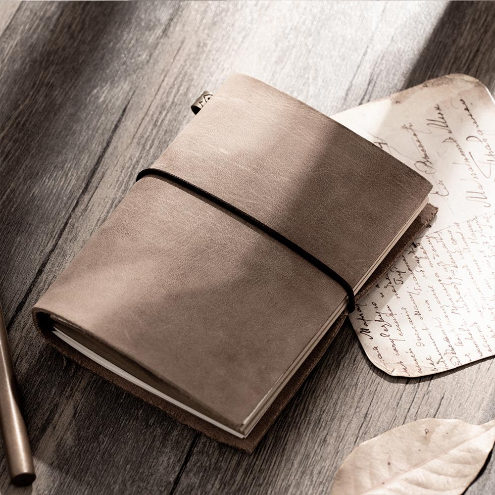 fashion Genuine leather Vintage Travelers mini Notebook Cowhide diary Simple Classic girl boy friend travel binder small bookfashion Genuine leather Vintage Travelers mini Notebook Cowhide diary Simple Classic girl boy friend travel binder small book