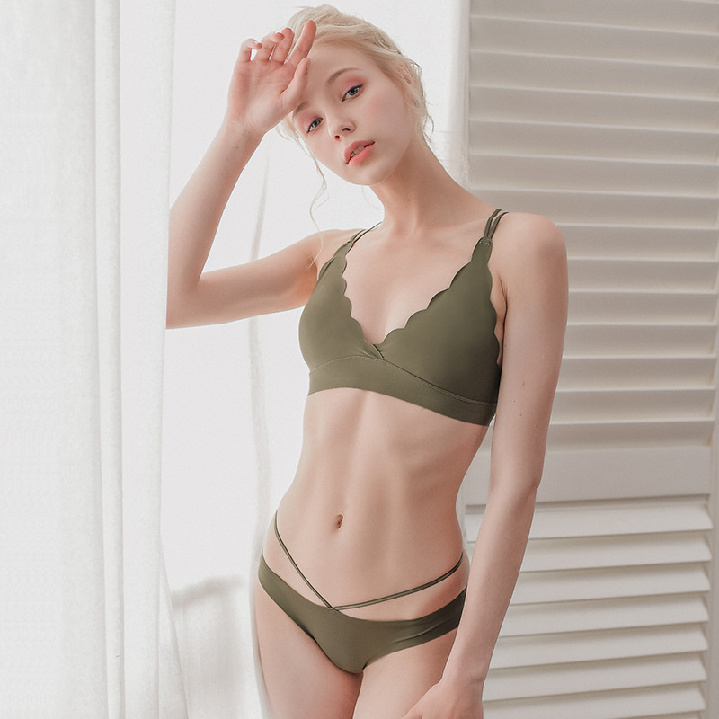 Bra & Brief Sets New Fashion Brand European Womens Bra Triangle Cup Slim Beauty Back Sexy Seamless Woman Underwear Comfortable Hot Top Fashion Female Braes