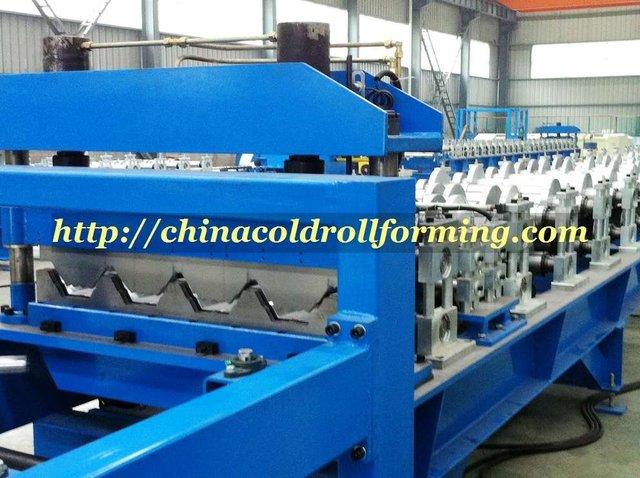 Metal decking sheet roll forming machine