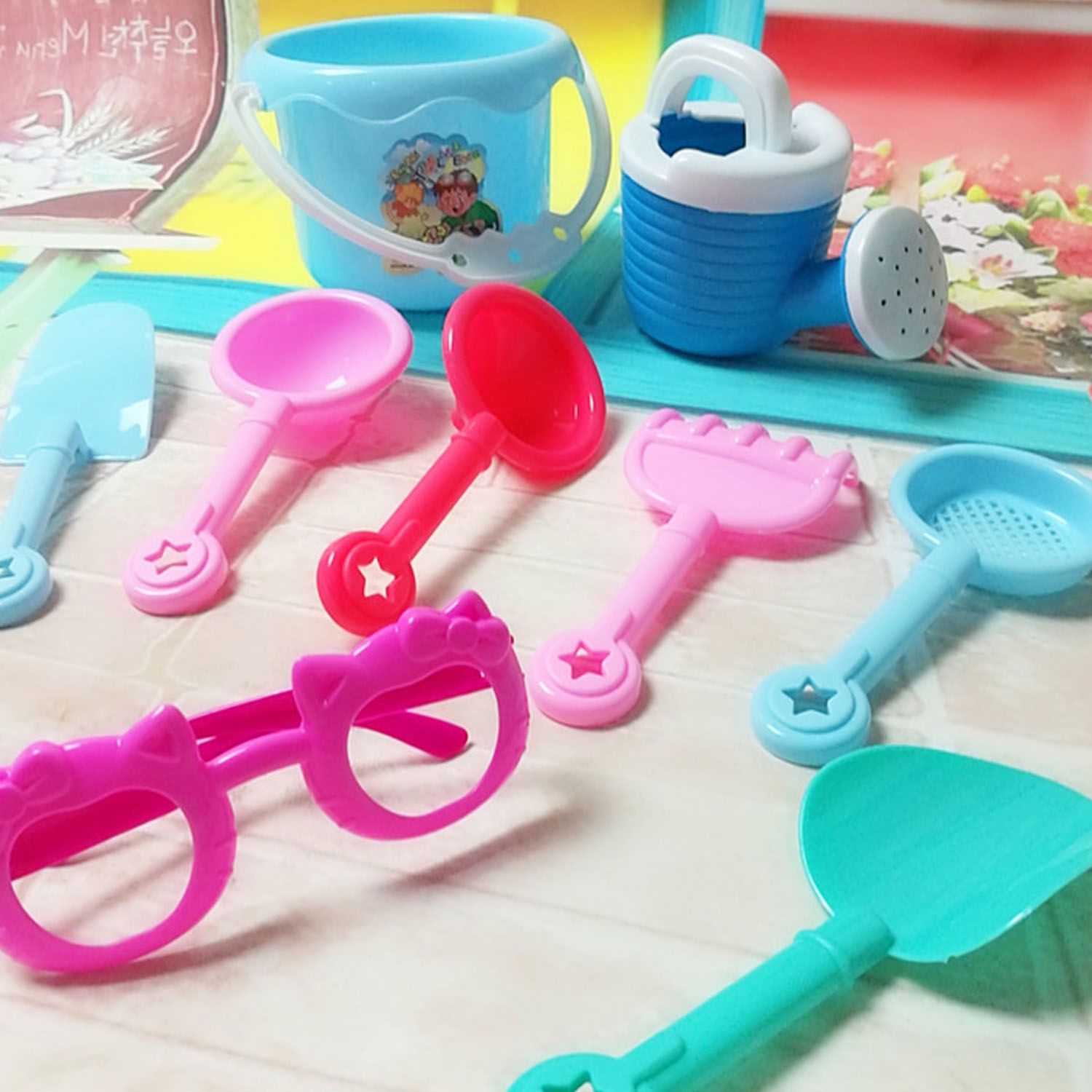9pcs Funny Kids Beach Pretend Playset Role Play Toys Kit Sand Game Toy Set Including Shovels Hourglass Bucket Sunglasses