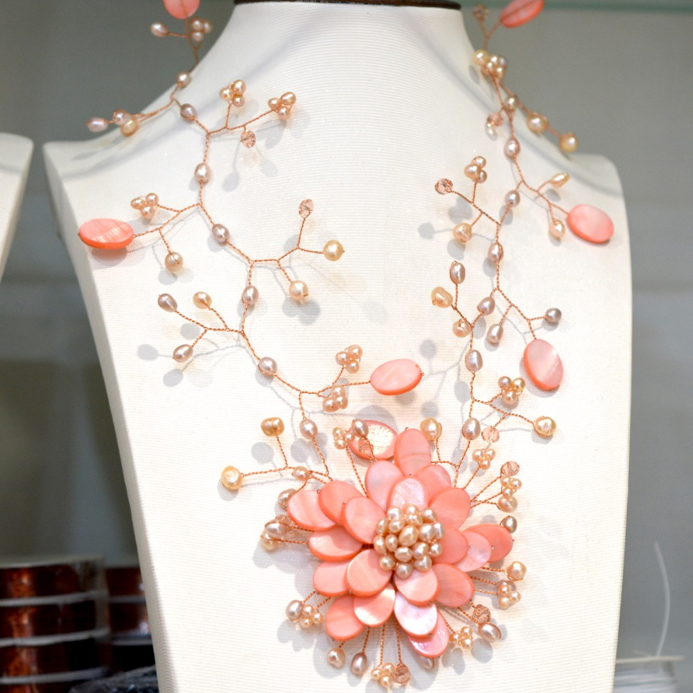 2018 mode à la mode rose clair perle d'eau douce et pêche coquille fleurs collier femmes vente chaude