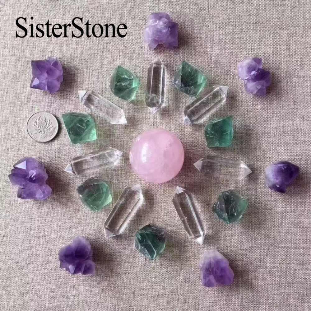 Много кварцевых кристаллов натуральных камней и минералов для подарков