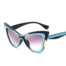 SOLO TU New Trend Retro Brand Designer Luxury Rhinestone Cateye Sun Glasses Women Ladies Elegant Cosy Shades Sunglasses Oculos