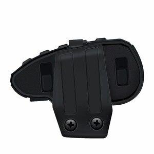 Image 4 - 2 sztuk 5 zawodników V8 domofon Bluetooth kask NFC kierownica motocykla pilot komunikator kask z zestawem słuchawkowym z radiem FM