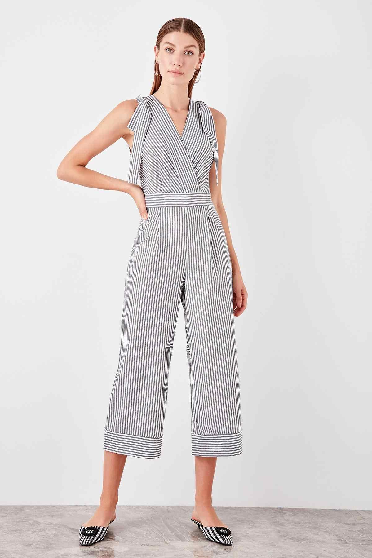 Trendyol Black Striped Jumpsuit TWOSS19TU0047