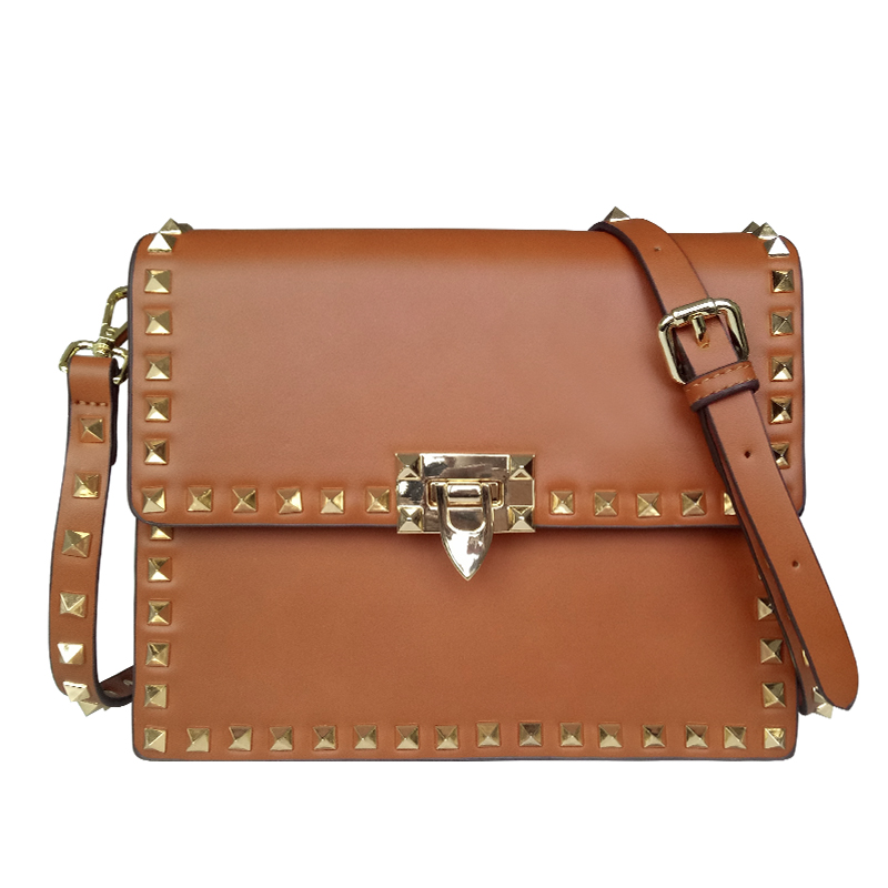 Simple casual retro rivet bag female 2018 early spring new European and American fashion lock buckle wide strap bag female tide 9656 early simple machines set