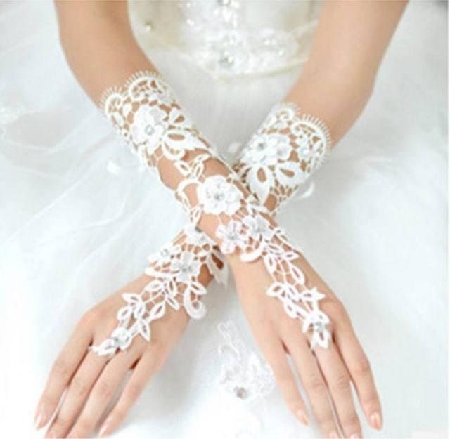 Moda Vestido de Noiva Sem Dedos Luvas Acessórios de Noiva de Luxo Flor Do Laço Luva Com Beading Cotovelo Luvas de Noiva Branco