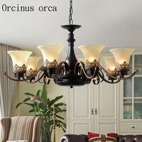 Piętro pokój dzienny w salonie europejski styl europejski styl retro style północna amerykański styl żyrandol w Żyrandole od Lampy i oświetlenie na
