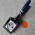 Mano Manual redondo 25mm 32mm 38mm 44mm papel gráfico perforadora troqueladora para botón Pro fabricante