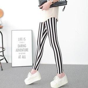 Image 4 - 흑백 세로 스트라이프 인쇄 된 여성 레깅스 패션 캐주얼 탄력 발목 길이 바지 여성 fitnes legging