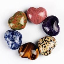 лучшая цена  Natural Heart Shape Stone 30mm Amethyst Crafts Chakra Feng Shui Carved Reiki Healing Free Pouch