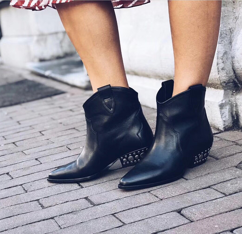 Western Winter Boots Genuine Leather Mid Calf Cowboy Boots For Women Motocycle Spike Low Heels Short Biker boots runway shoesWestern Winter Boots Genuine Leather Mid Calf Cowboy Boots For Women Motocycle Spike Low Heels Short Biker boots runway shoes
