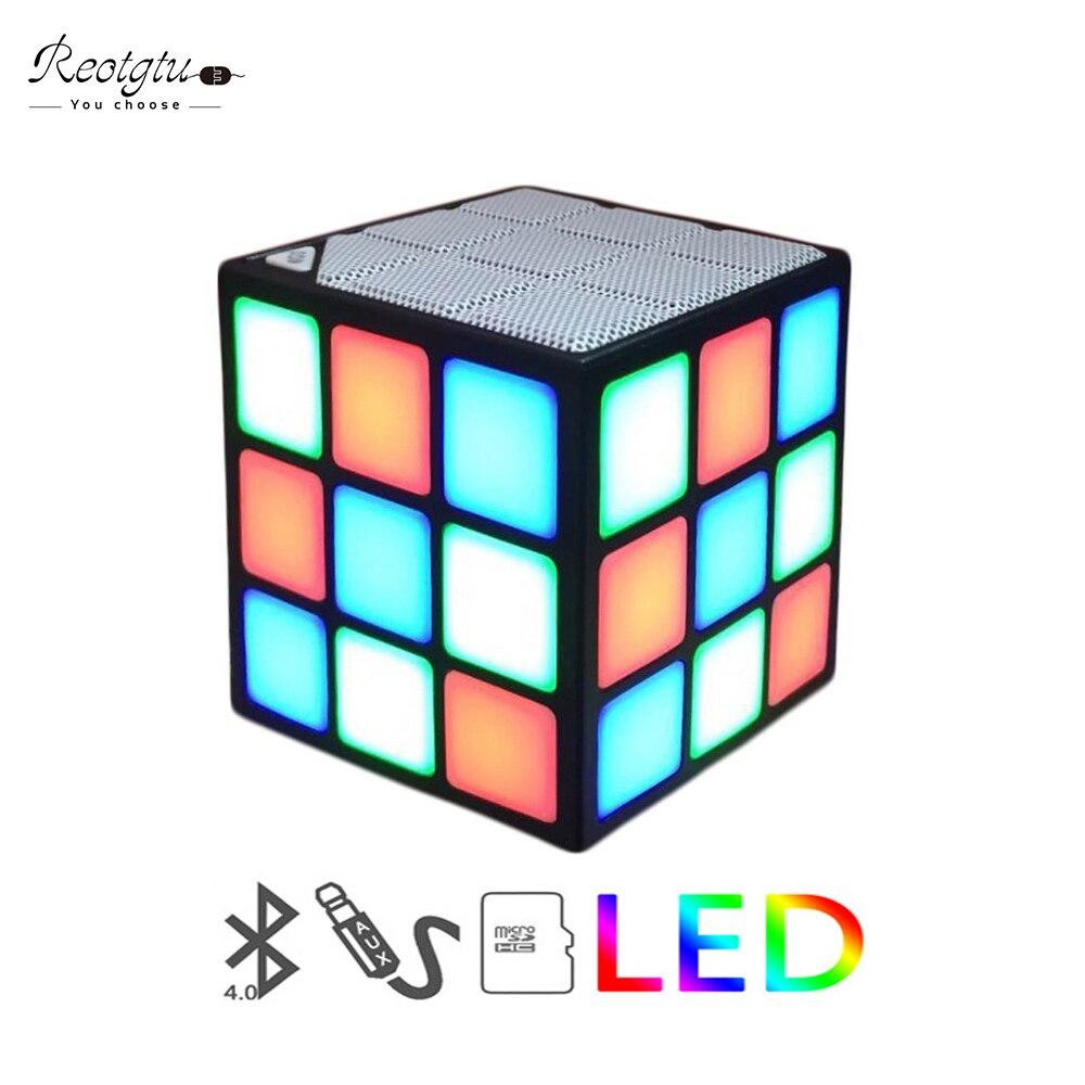 Nouveau Cadeau Mini Magic Cube Coloré Sans Fil Portable Bluetooth Haut-Parleur LED Flash Light avec TF Carte Mains Libres