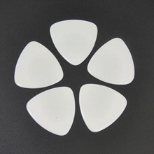 Lots of 100 pcs Rounded Triangle Heavy 0.96mm Celluloid Guitar Picks Solid White