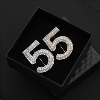 Numer 5 styl perłowy słynny luksusowy gatunku projektanta broszka przypinki dla kobiet sweter sukienka Lape szalik broszki tanie i dobre opinie shmik Ze stopu cynku TRENDY B327 Moda Kobiety PLANT Akrylowe