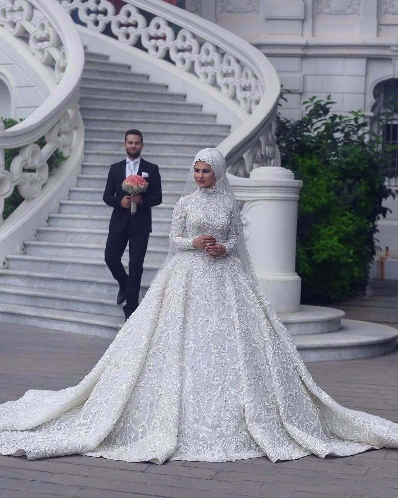 Luxury Vintage Lace Muslim Wedding Dresses 2019 High Collar Long Sleeves Hijab Vestido de noiva Customized Bridal Gowns