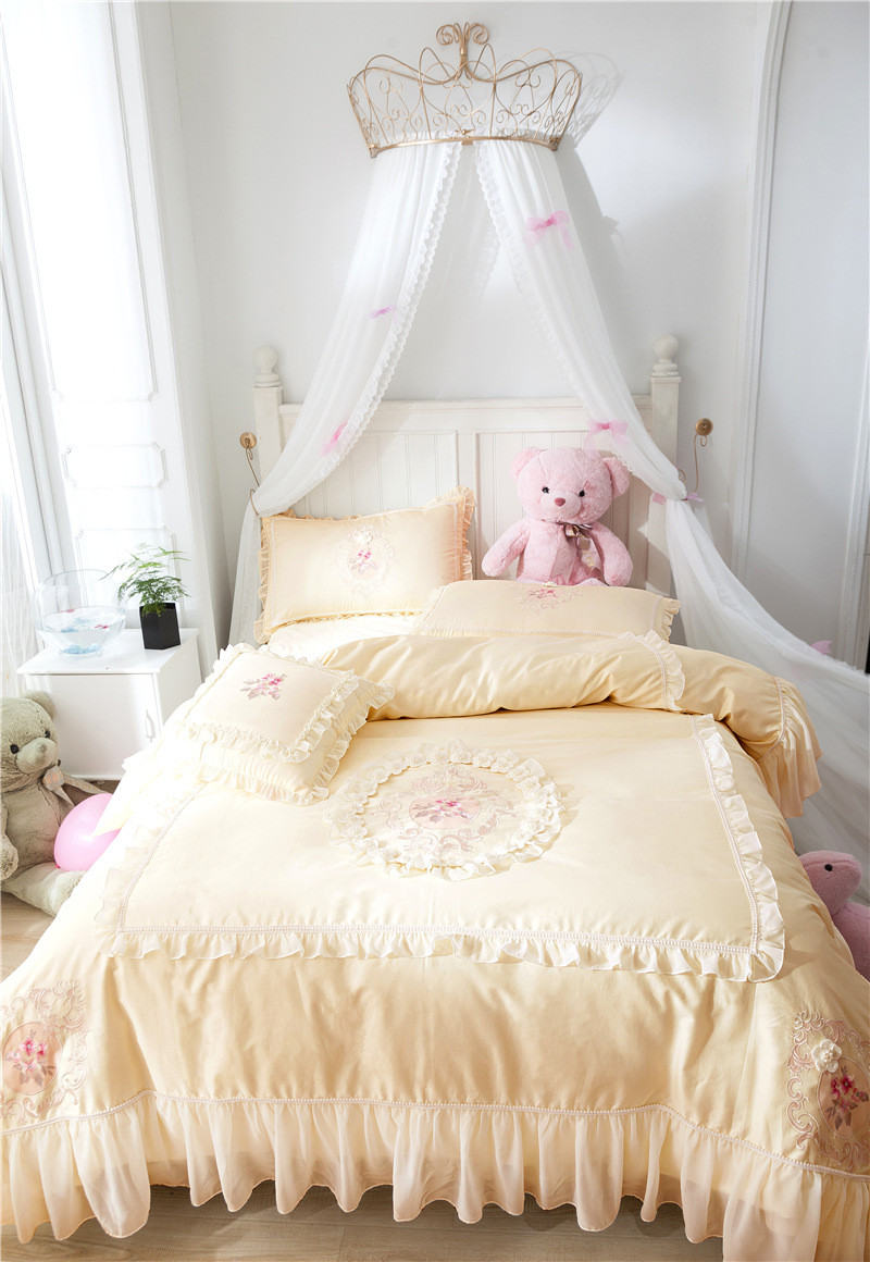 Satin Duvet Cover Us 176 12 Off 2018 Satin Bedding Set King Long Staple Cotton Embroidery Lace Duvet Cover Bed Sheet Princess Romantic Love Bed Linen Bedclothes In