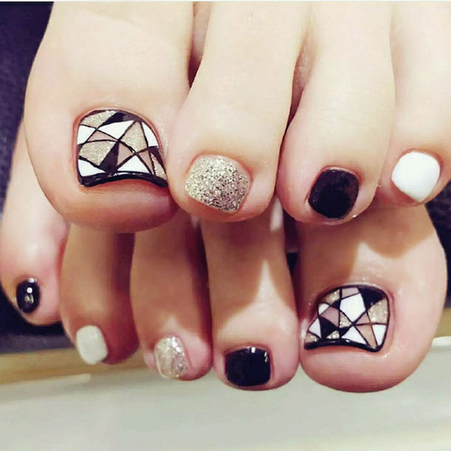 24 Pieces False Toe Nails With Designs Finished Nail Art Fake Tips Black White Glitter Geometric