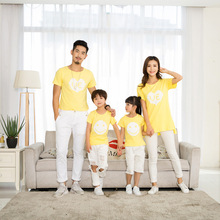 Family fitted T-shirt mother dress summer group activities a family of three stylish cute yellow short-sleeved T-shirt недорого