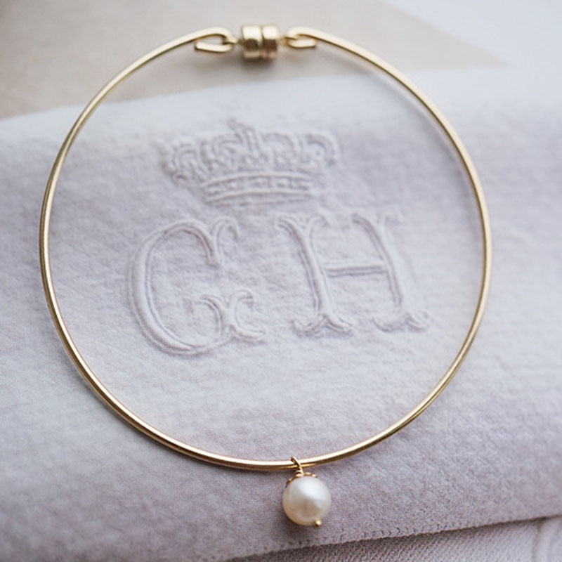 Hot Round Gold Color Bangles Natural Pearl Bracelet Female Korean Simple Magnetic buckle Bangles Fine Jewelry for Wedding partyHot Round Gold Color Bangles Natural Pearl Bracelet Female Korean Simple Magnetic buckle Bangles Fine Jewelry for Wedding party